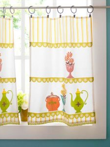 cafe-curtains-on-window-bhg-VALENTUS Regina Dress up your window