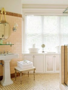 white-blinds-in-bathroom-Dress up your windows