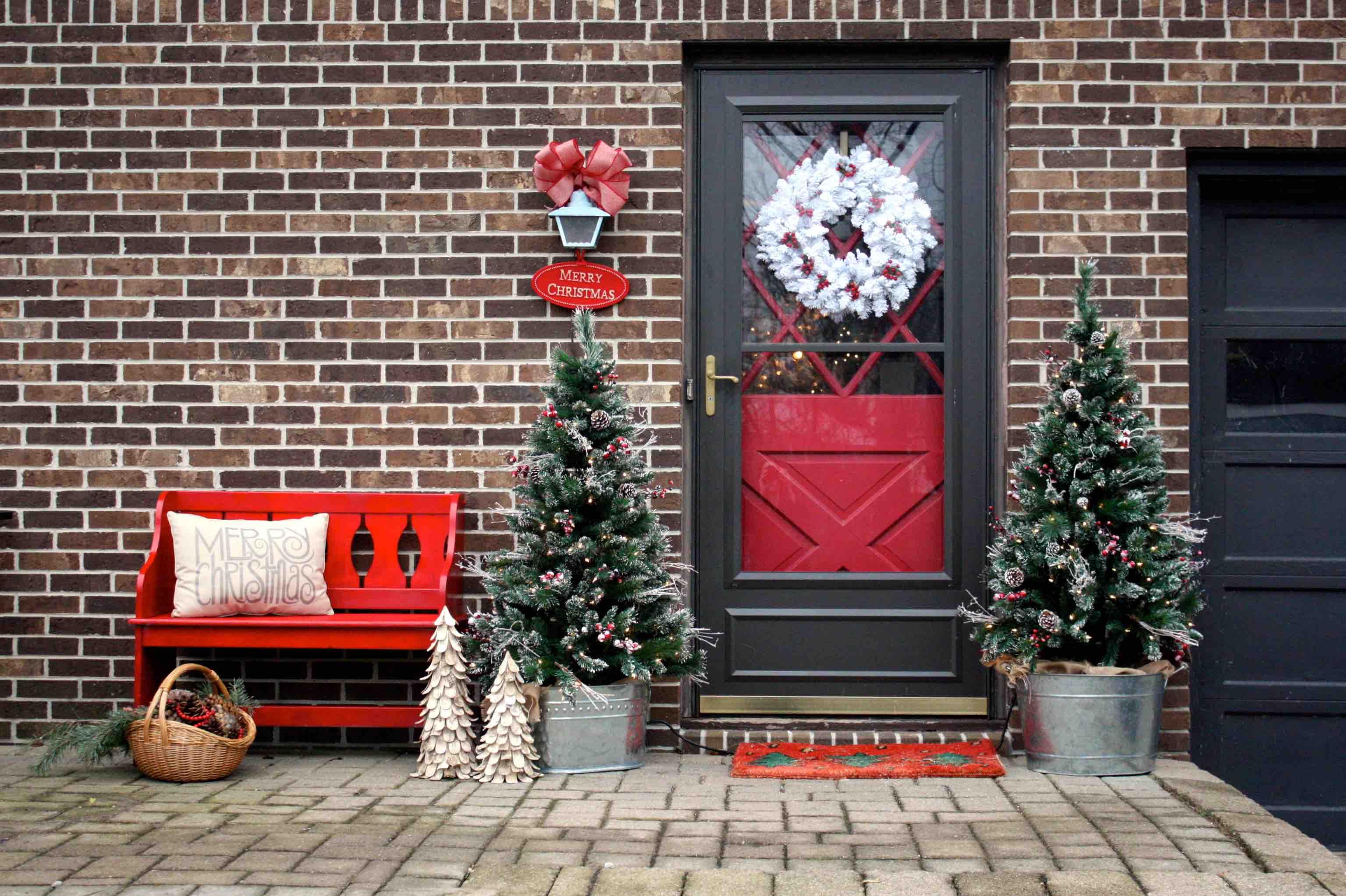 door-decorating-bench